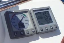 Скорости ветра 24.6 узла